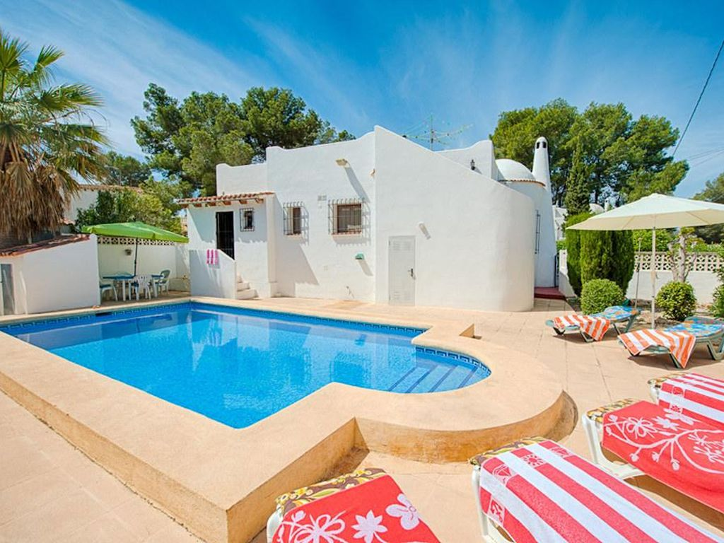 Casa Creus is a well-furnished villa built in the 'Moorish' style