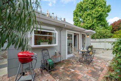 Charming cottage w/free parking on site and private laundry