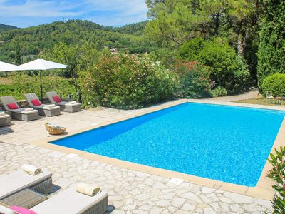 Photo for Superb villa with pool set in the beautiful vineyards of Provence
