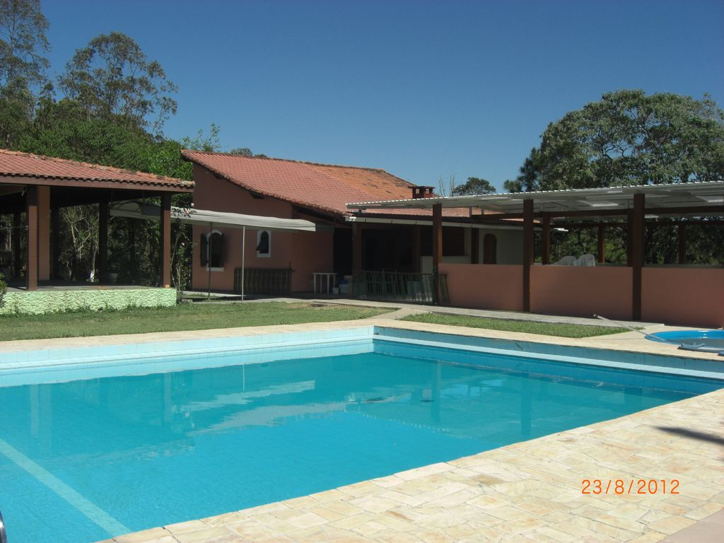 Lindo s tio com piscinas churrasqueira sal o 370848 for Sitio c piscina