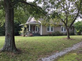 Photo for 3BR Cottage Vacation Rental in Jenkinsville, South Carolina