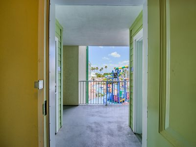 Photo for Sleeps 8, 4 Water park passes inc, 3 min walk to Beach, on the Intracoastal.
