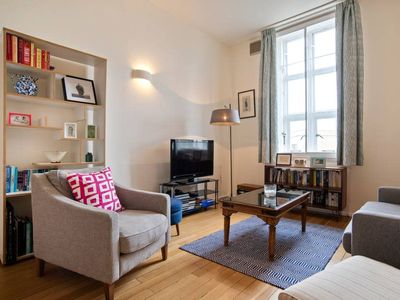 Photo for Elegant 1-Bed apt in Period Building near Oval