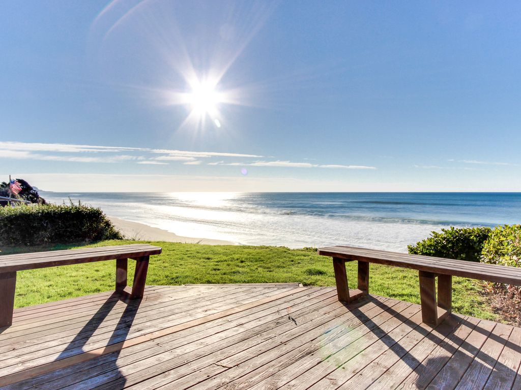 Dog Friendly Oceanfront Home W Easy Beach Access Large Deck Walk To Park Gleneden