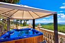 Heated Maxi Jacuzzi for 6 Guests with wide Views
