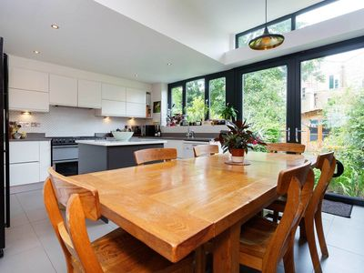 Photo for 4 bedroom home in Finsbury Park - boasting a lovely garden and terrace (Veeve)