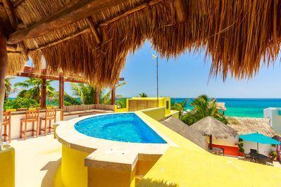 Jacuzzi in rooftop terrace overlooking the Caribbean
