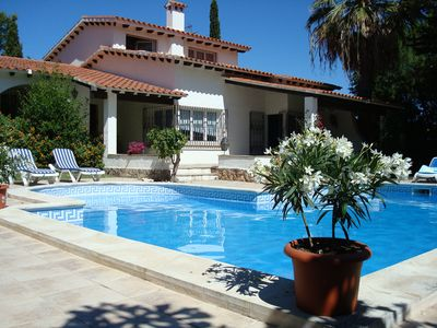 Photo for Costa Dorada: Spacious villa for 8 pers., Private pool, 900m from the beach