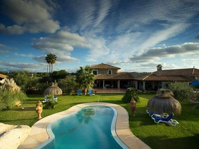 Photo for Luxurious country house with pool near the beach for 12 people