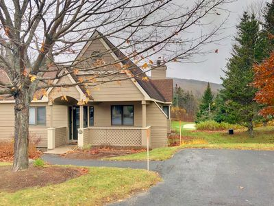 F7 Comfortable golf course townhouse within walking distance of Mount Washington Hotel!