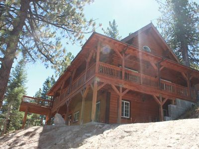 Beautiful 1800 sq. ft. Cabin with sledding hills minutes from Snow Valley,