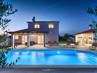 Photo for Amazing family villa with private pool in Pula