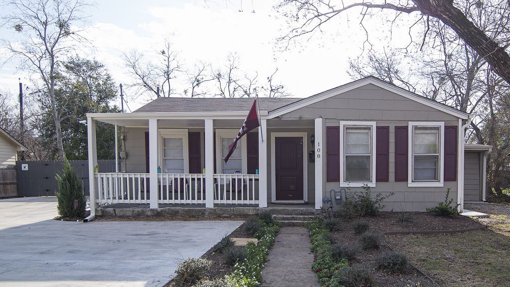 Howdy Headquarters ~ Aggieland Vacation Rentals