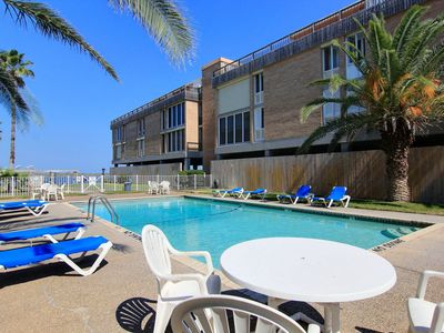 Photo for 1 bedroom 1 bath condo with channelviews and community pool!