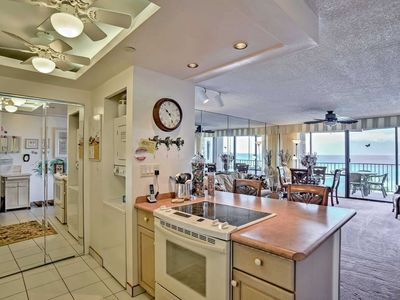 Photo for Ocean Front Complex 1-bed, 1-bath condo that comfortably sleeps 2, great lanai