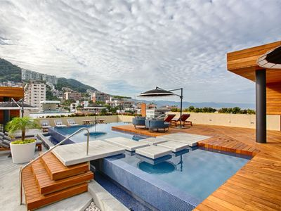 Photo for Condo Pavilion 702 with RoofTop Pool and Mountain/Ocean Views