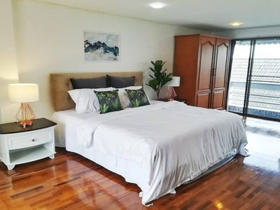 Photo for Elegant Zen 4BR Townhouse near Lumpini park
