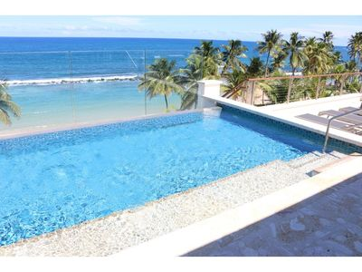 Private  infinity-edge plunge pool facing the ocean.