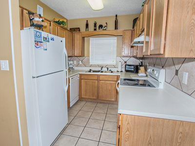 2 BR, Walk to EVERYTHING, Virtual Check-in, Clean, River View