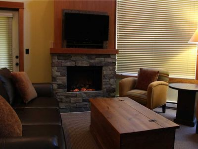 Photo for On-mountain condo with kitchen, outdoor pool, hot tubs & BBQ access, 5min walk to ski lifts: T647A