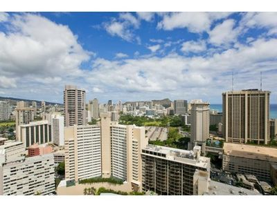 Top of Waikiki - Ocean and Diamond Head View, and golfer friendly