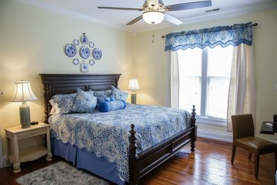 King bed, luxury mattress & linens. Smart HDTV, Amazon Prime, Netflix & Cable.