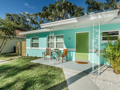 New! 2/1 renovated quaint & quiet house within 5 minute walk to downtown