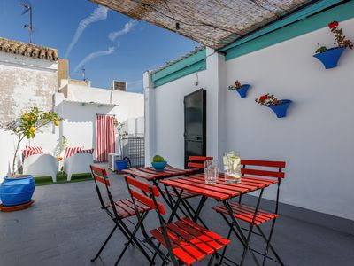 Photo for Traditional Seville apartmentA / C, WiFi, Cathedral Barrio Arenal
