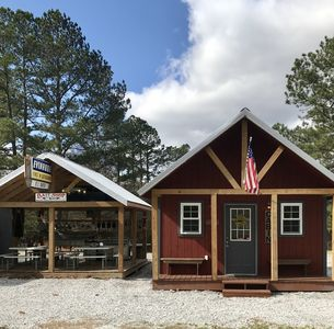 Cabin2-Mins. to LAKE HARTWELL/CLEMSON/Lockable Boat Shelters w/BatteryChargePort