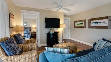 NEWLY/RENOVATED UPDATED! Family-Friendly, Minutes To Beach, 2 Pools & Local Fun