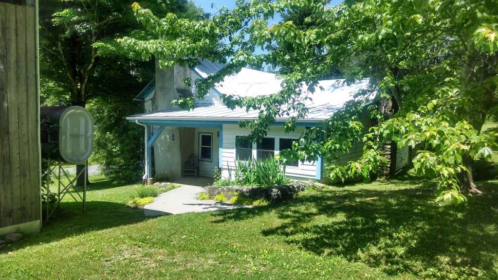 Just off the Blue Ridge Parkway and Minutes... - VRBO