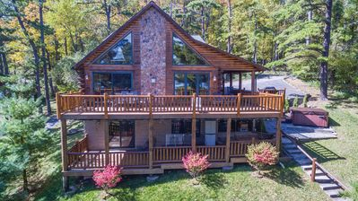Magnificent mountain log home with spectacular lakefront
