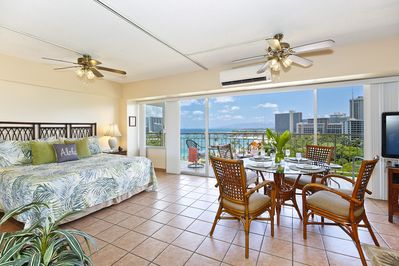 King Bed, Dining for 4, 42-inch flat screen TV!  Large lanai!