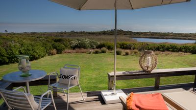 Seaside cottage minutes to beach, sweeping views over pond & conservation land.