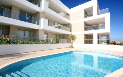 Photo for Luxury 2 Bedroom with Communal Pool and Jacuzzi, close to the Beach & Restaurant