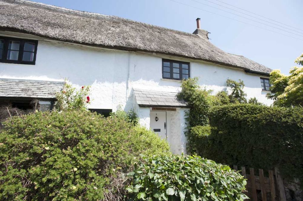 Beautifully Restored Grade 2 Thatched Cotta Homeaway