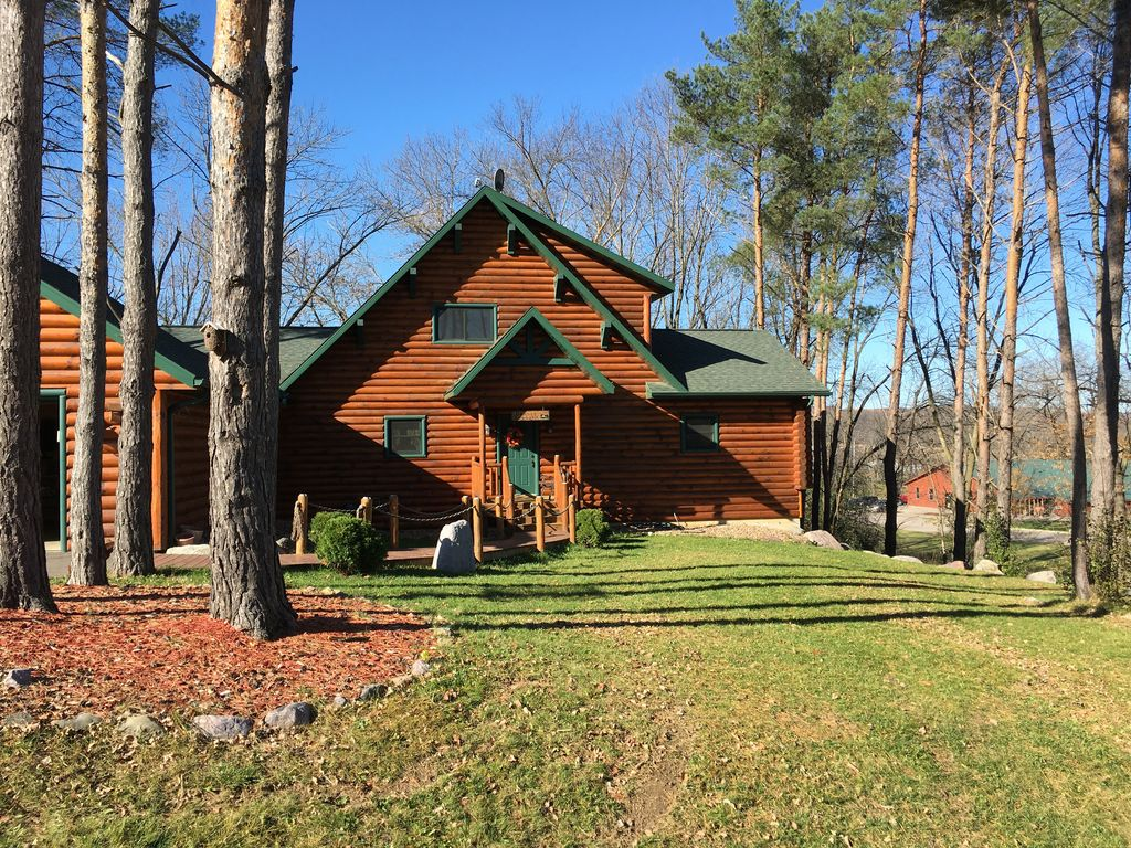New listing beautiful log cabin near devil s lake baraboo for Wisconsin log cabin