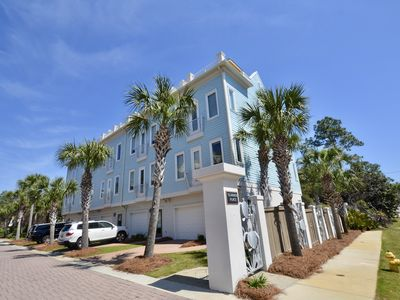 Photo for Amazing Views! PRIME END unit 4BR, 4BA Thome 200 steps to beach/dining/shops