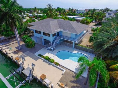 Photo for 5 bedroom single-family home, quick access to the open Ocean