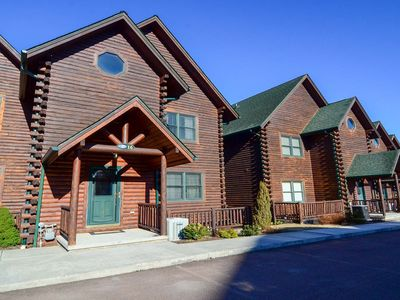 Lake Access townhome with hot tub, outdoor fireplaces, & game tables!