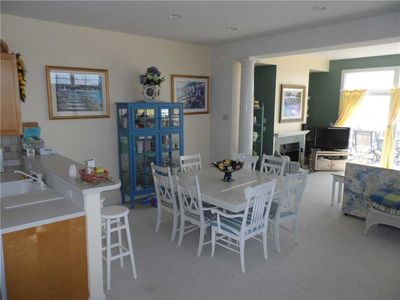 Beautiful bay front!--9 Pelican Rd, Waters Edge--dining area