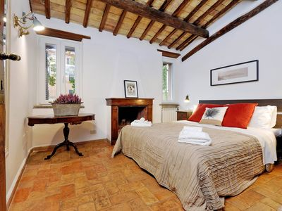 Photo for Palazzetto of the 600 ... with suggestive private garden, in the heart of ancient Rome