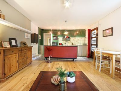 Photo for Pretty Vintage Two roomed flat with terrace and parking - Air Rental