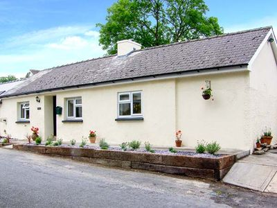 Photo for BANC BACH, pet friendly, with a garden in Aberaeron, Ref 914286