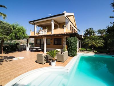 Photo for Villa with Private pool, view of the Etna and the Sea, at 2 km from the beach