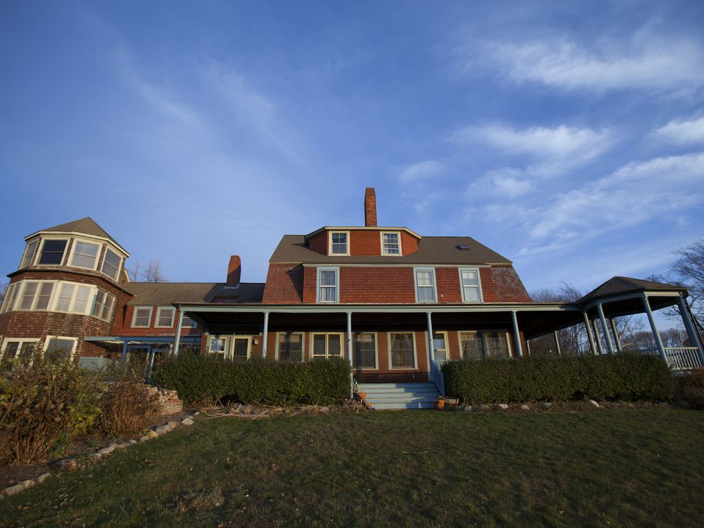 VICTORIAN SUMMER COTTAGE ON FISHERS ISLAND