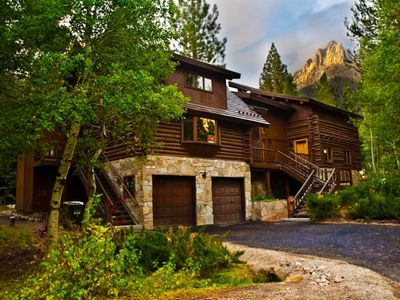 Welcome to the Yosemite Gateway Chalet. Only one mile from ski lifts.