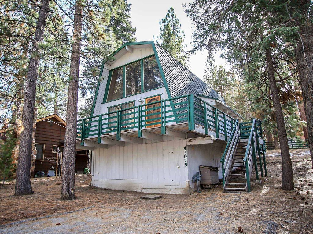 Three bears cabin 2 bedroom moonridge home moonridge for Big bear 2 person cabin
