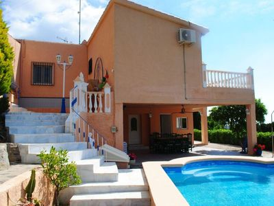 Photo for Charming 4-bedroom villa with private pool, close to the beach