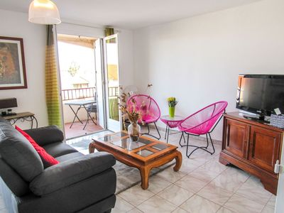 Photo for Lovely apartment with WIFI, TV, washing machine and parking